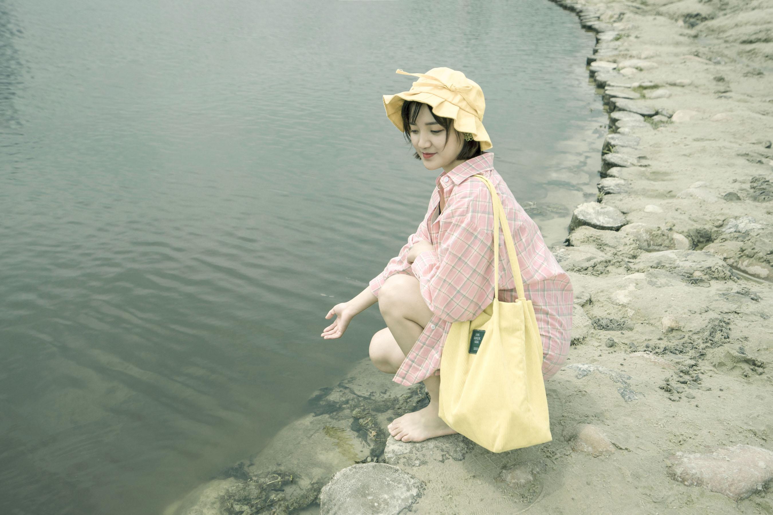 人像作品-湖边少女